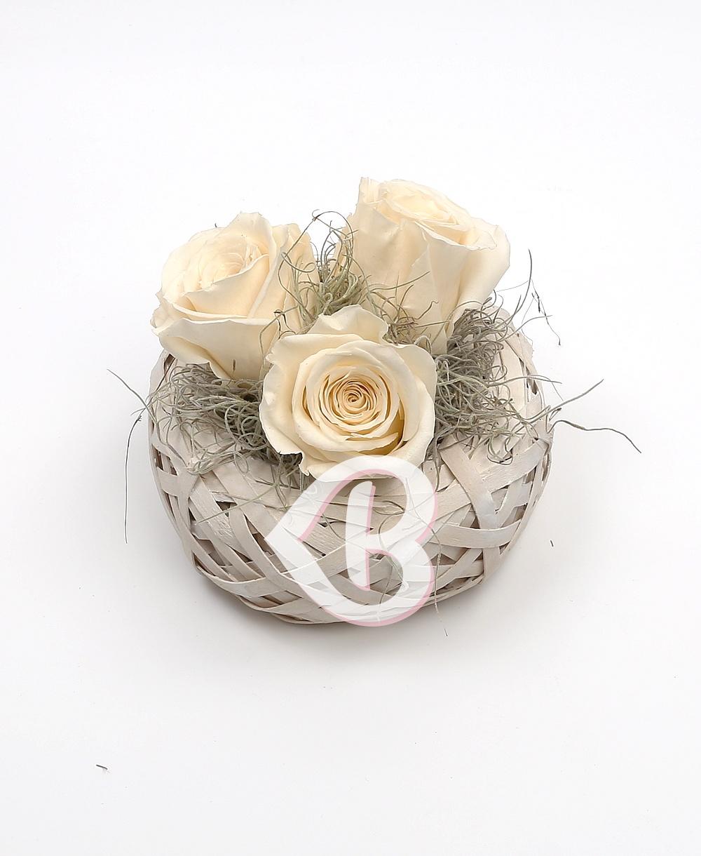Imaginea produsului Coș Cu Trei Trandafiri Criogenați Albi
